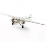 Декоративные игрушки Deluxe. Аэроплан с тремя моторами
