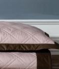 Пледы Покрывала. Покрывало SOHO (240х260) и 2 декоративные наволочки (50х70) Розовый от Casual Avenue