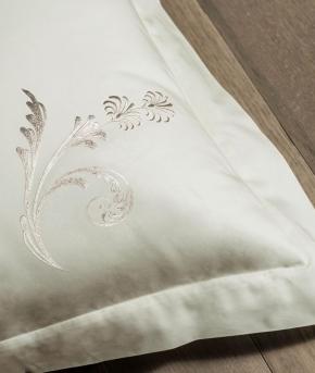 Постельное бельё Deluxe. Постельное белье семейное (евро) Изадора (140х200 — 2шт) Молочный Белый от Catherine Denoual Maison