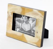 Рамки для фотографий Deluxe. Рамка для фото 13 х 18 с отделкой из рога (светлая)