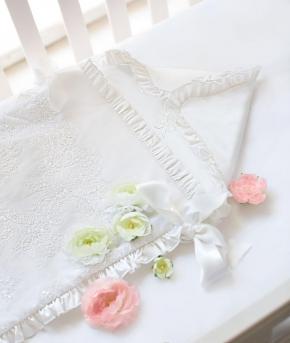 Текстиль для детей: полотенца, халаты, постельное бельё и др.. Конверт на выписку детский с расшитым кружевом Белый от Le charme de l'enfance