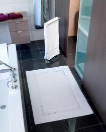 Аксессуары для ванной с кристаллами Swarovski. YVONNE Nicol Хлопковый коврик и полотенце с кристаллами Swarovski