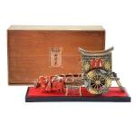 Игрушка в коробке. Япония