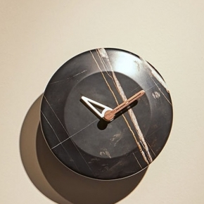 . Nomon Bari S WALNUT часы настенные мраморные Ø24 см