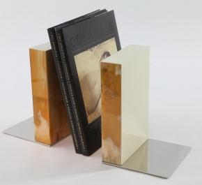 . Подставка для книг