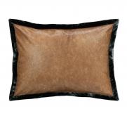 Декоративные подушки Deluxe. Подушка кожа