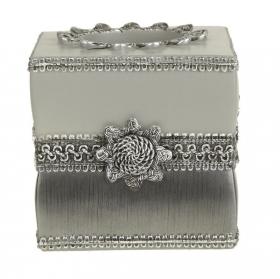 Салфетницы настольные настенные. Бокс для салфеток (салфетница) Braided Medallion Silver 11166E-SLV