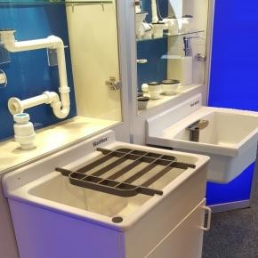 Итальянские постирочные раковины Мебель и оборудование для постирочной комнаты. SANIT Washbox раковина хозяйственная из высокопрочного пластика с напольной базой и полкой