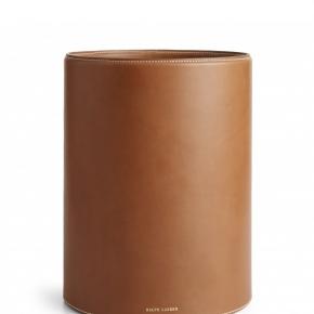 Аксессуары для кабинета Deluxe. Ralph Lauren Home BRENNAN SADDLE коричневое кожаное ведро для бумаг круглое