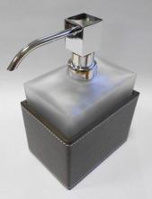 Аксессуары для ванной настольные. Стеклянные матовые аксессуары для ванной настольные декор Кожа коричневая дозатор белый