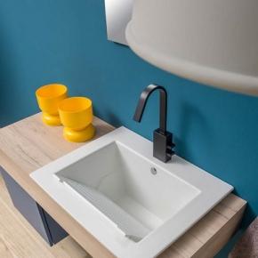 Итальянские постирочные раковины Мебель и оборудование для постирочной комнаты.  Подвесная постирочная раковина с мебелью светлый дуб